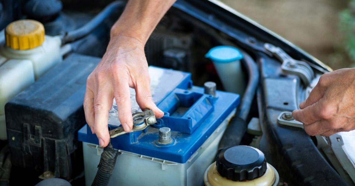 como cuidar bateria del carro 4