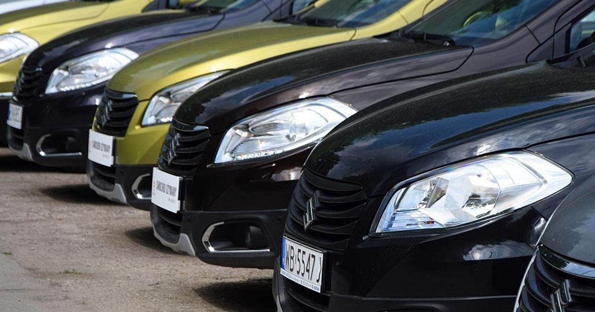 Fila de carros Suzuki en Venezuela