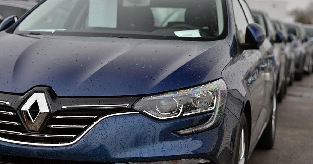 fila de Renault Megane azul eléctrico