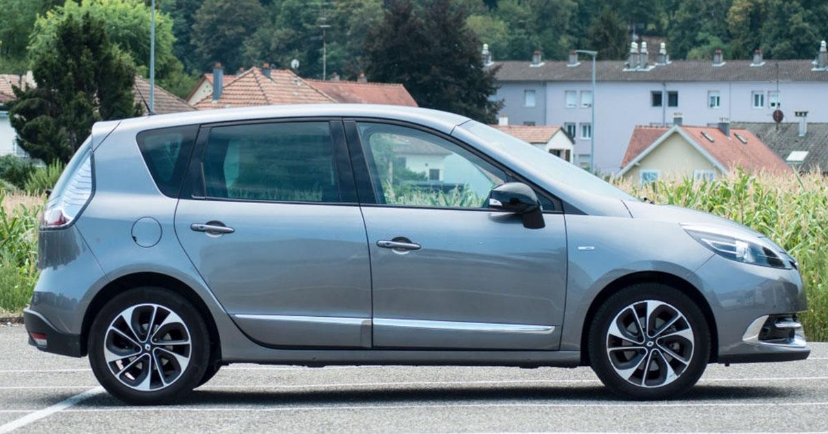 hermoso auto Renault Megane gris