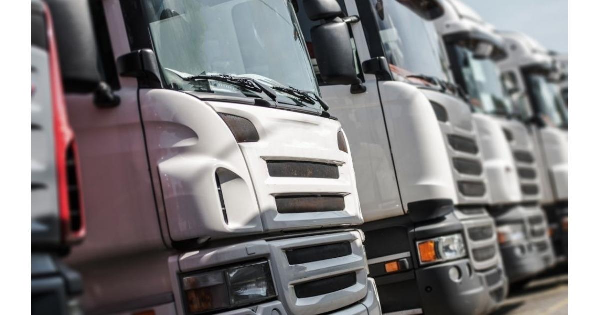 Fila de camiones en ventas usados en Caracas