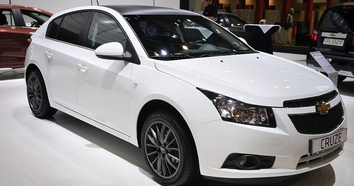 Exhibición de carros Chevrolet Cruze 2013