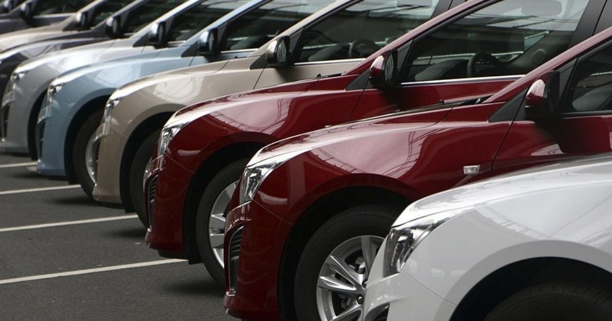 Fila de autos Chevrolet