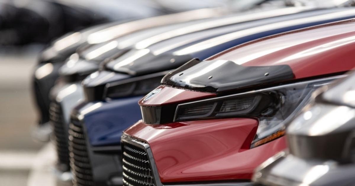 Fila de venta de autos usados Toyota Corolla