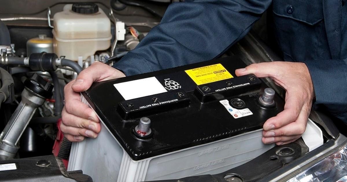 Mecánico y tipos de baterias de auto existen