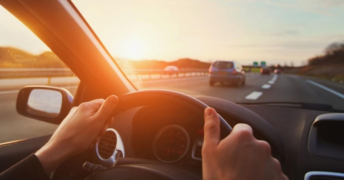 Conductor conoce los tipos de señales de tránsito significado
