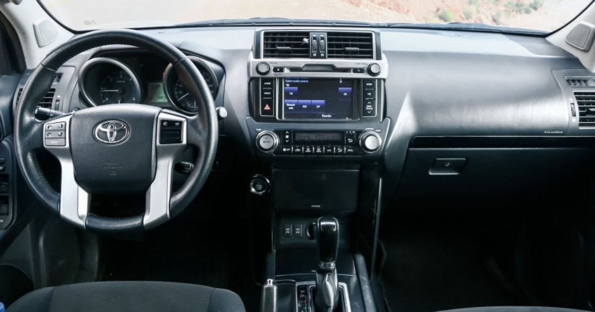 Hermoso tablero de Toyota Prado
