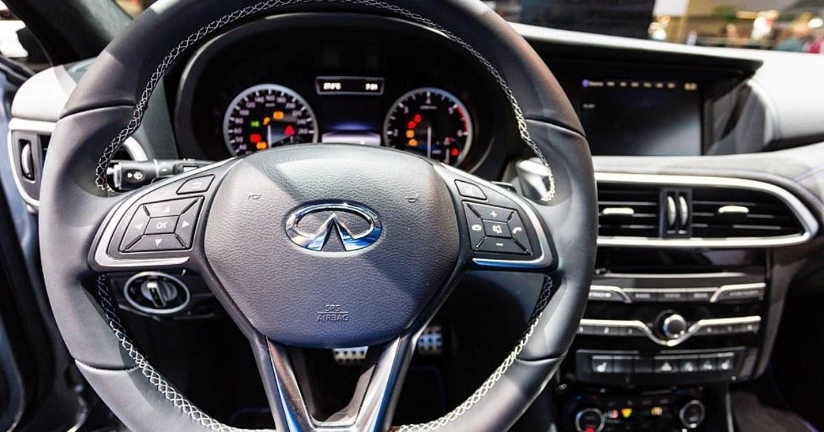 Conduce más cómodo con un hermoso tablero del Q30